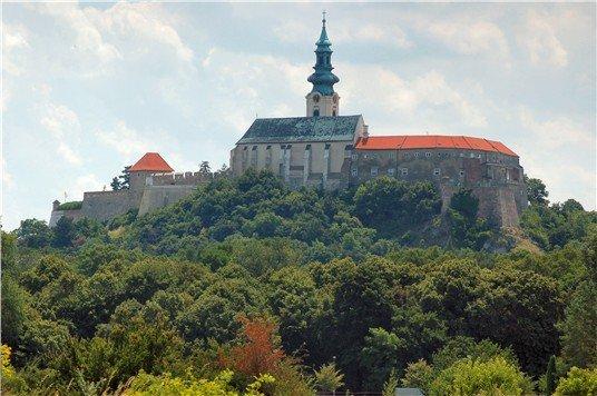 Sprístupnenie hradného kopca a vyhliadky