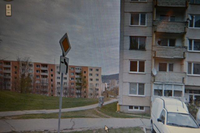peší prechod z ul. Petzwalova k ul. Novomeského