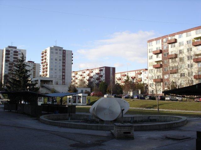 Rekonštrukcia námestia pred Sandokanom